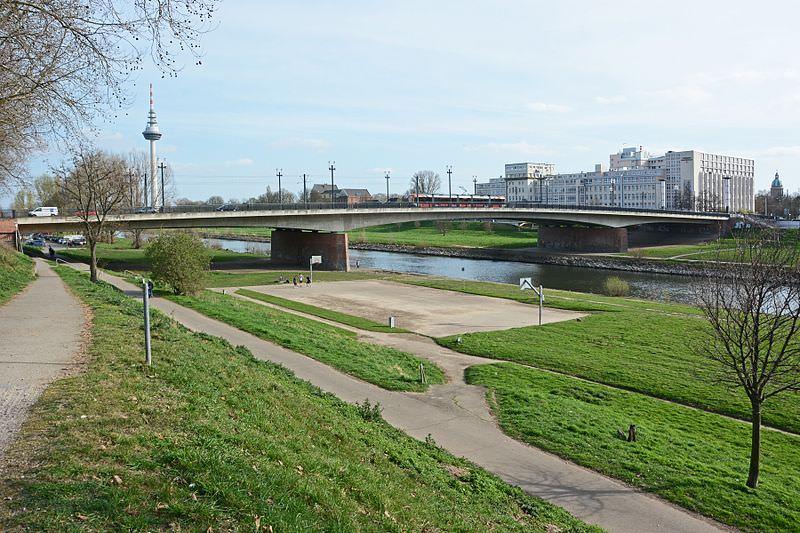 Die Friedrich-Ebert-Brücke | Foto: Hubert Berberich (CC by 3.0)