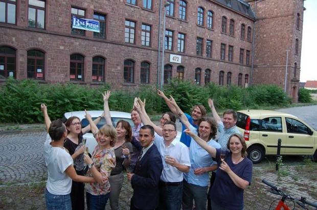 13 ha Freiheit feiert die Vertragsunterzeichnung | Foto: 13 ha Freiheit