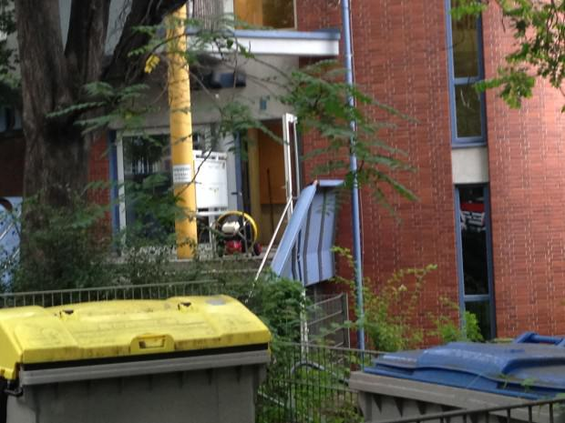 Nach wenigen Minuten sorgte dieser Ventilator bereits für frische Luft im Haus | Foto: Neckarstadtblog