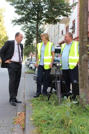 Erster Bürgermeister Specht besucht eine Kontrollstelle an der Marie-Curie-Realschule | Foto: Stadt Mannheim