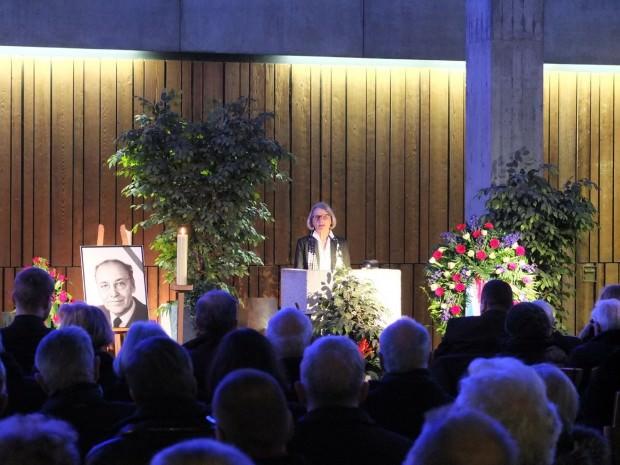 Dr. Ulrike Freundlieb erinnerte auf der Trauerfeier an den Ehrenvorsitzenden des Sozialdemokratischen Bildungsvereins | Foto: Stadt Mannheim