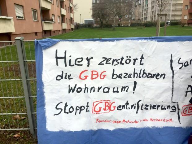Vor eingeladener Presse hängte die Initiative FairMieten Ende Januar diese Transparente auf, um auf die Situation der Mieter aufmerksam zu machen | Foto: Neckarstadtblog