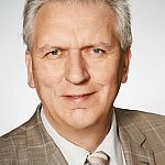 Reinhold Götz am Kümmerer-Telefon für die Neckarstadt