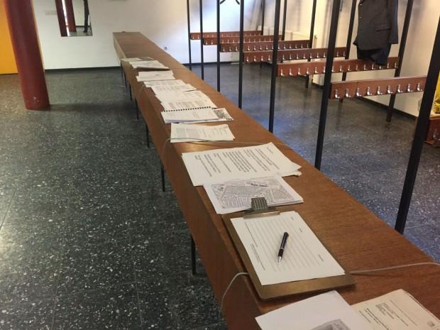 Informationen und Unterschriftenlisten, soweit das Auge reicht | Foto: Neckarstadtblog