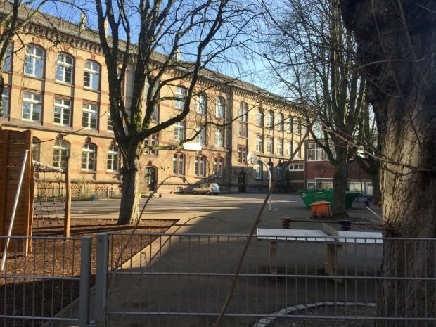 Viel Platz zum Parken für Abendveranstaltungen, der allerdings kontrolliert werden müsste, damit der Schulhof am nächsten Morgen nicht zugeparkt ist | Foto: M. Schülke