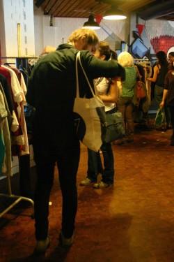 Auch Männer brauchen etwas zum Anziehen | Foto: Textiltausch