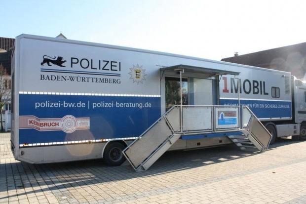 """polizei praeventionstruck 620x413 - """"Schutz vor ungebetenen Gästen"""" – Mobile Beratungsstelle der Polizei berät gegen Wohnungseinbruch in Wohlgelegen"""