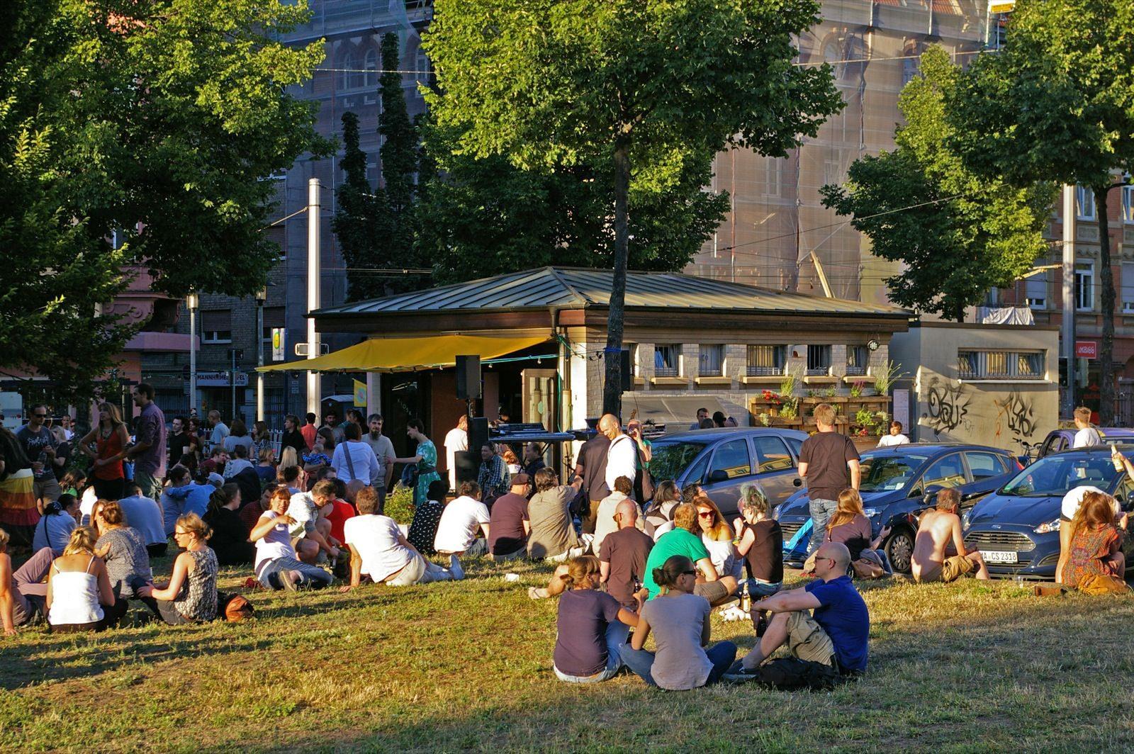 Hipster cornern hier, richtige Menschen lungern hingegen auf der Neumarkt-Wiese herum (Archivbild) | Foto: M. Schülke