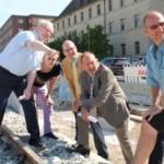 Erster Bürgermeister Christian Specht überzeugt sich vom Fortgang der Arbeiten in Friedrich-Ebert-Straße