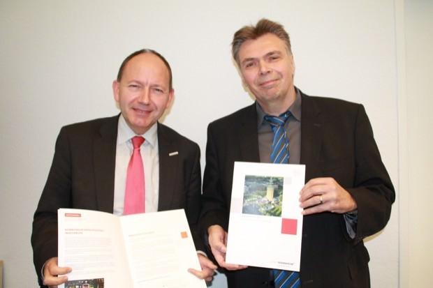 Erster Bürgermeister und Sicherheitsdezernent Christian Specht (links) zusammen mit Klaus Eberle, Leiter des Fachbereichs Sicherheit und Ordnung | Foto: Stadt Mannheim