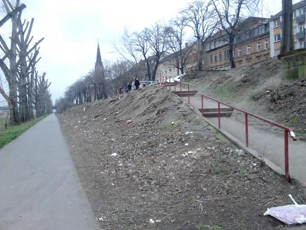 Die Fläche wird zunächst für die kommenden Arbeiten vorbereitet. Dies ist noch nicht der neue, barrierefreie Zugang | Foto: Martina Stöbe