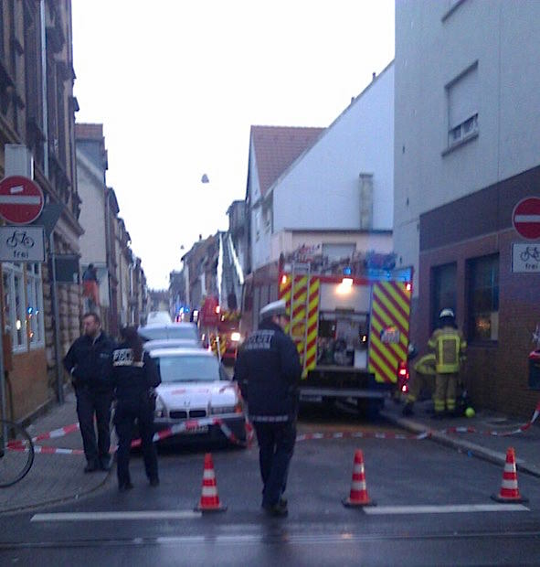 Bis in die frühen Morgenstunden dauerte der Feuerwehreinsatz in der Gärtnerstraße | Foto: Trabold (Lesereinsendung)