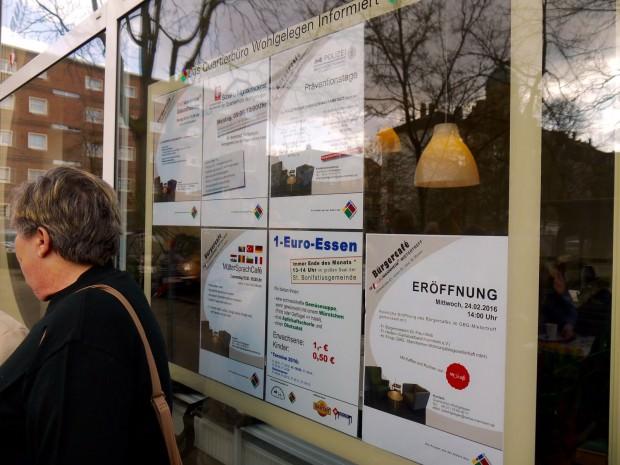 Am Fensteranhang kann man sich über das aktuelle Programm informieren | Foto: Neckarstadtblog