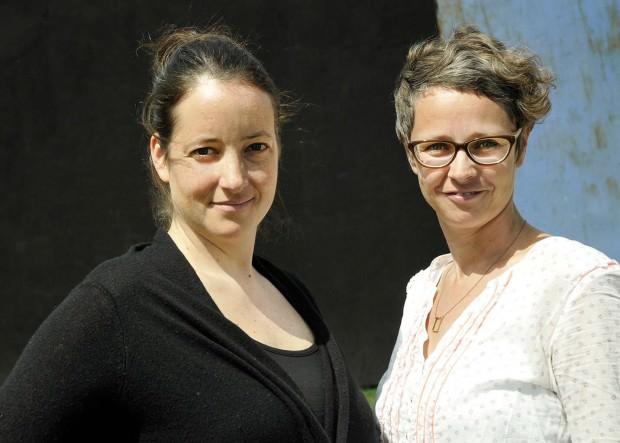 Links die Kuratorin Sophia Stepf, daneben die Festivalleiterin Nicole Libnau | Foto: Christina Laube