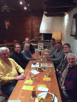 CDU-Mitglieder diskutieren mit Bürgermeister Michael Grötsch (rechte Reihe, 2. von unten) aktuelle Themen in der Neckarstadt und dem Herzogenried | Foto: CDU Neckarstadt