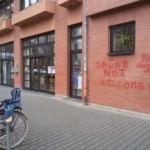 Bürgerhaus mit politischen Parolen verunstaltet