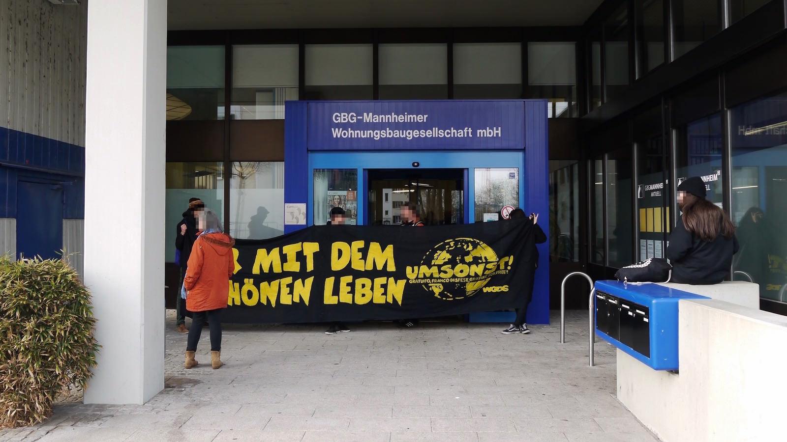 Machten auf den Verlust von 128 günstigen Wohnungen in Neckarstadt-Ost aufmerksam | Foto: M. Schülke