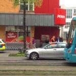 Fußgänger wird von Straßenbahn angefahren