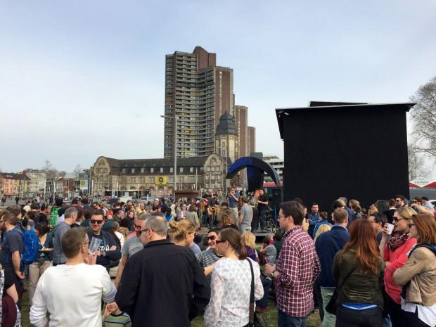 Besser hätte ein Benefizkonzert nicht geplant werden können: Tolle Musiker bei fabelhaftem Wetter an einem zentralen Platz in der Neckarstadt | Foto: Neckarstadtblog