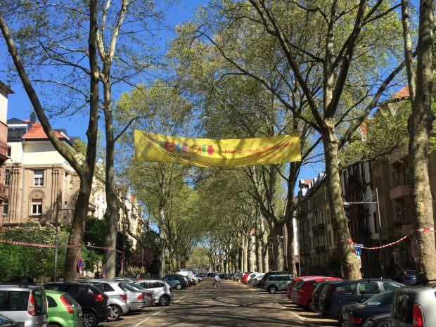 Das Banner verrät es: Am Samstag ist wieder Max-Joseph-Straßenfest! | Foto: Neckarstadtblog