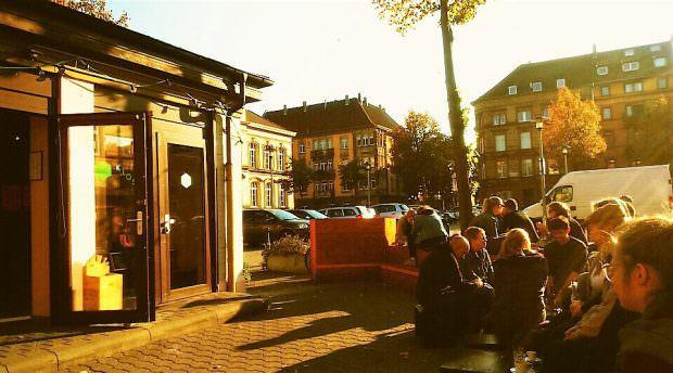 In goldenes Licht getaucht verabschiedete sich der Kulturkiosk letzten Herbst vorerst von der Neckarstadt | Foto: Ruth Fanderl