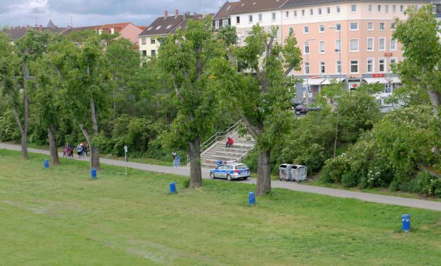 Der Kommunale Ordnungsdienst der Stadt Mannheim fährt Patrouille am Neckarufer   Foto: Neckarstadtblog
