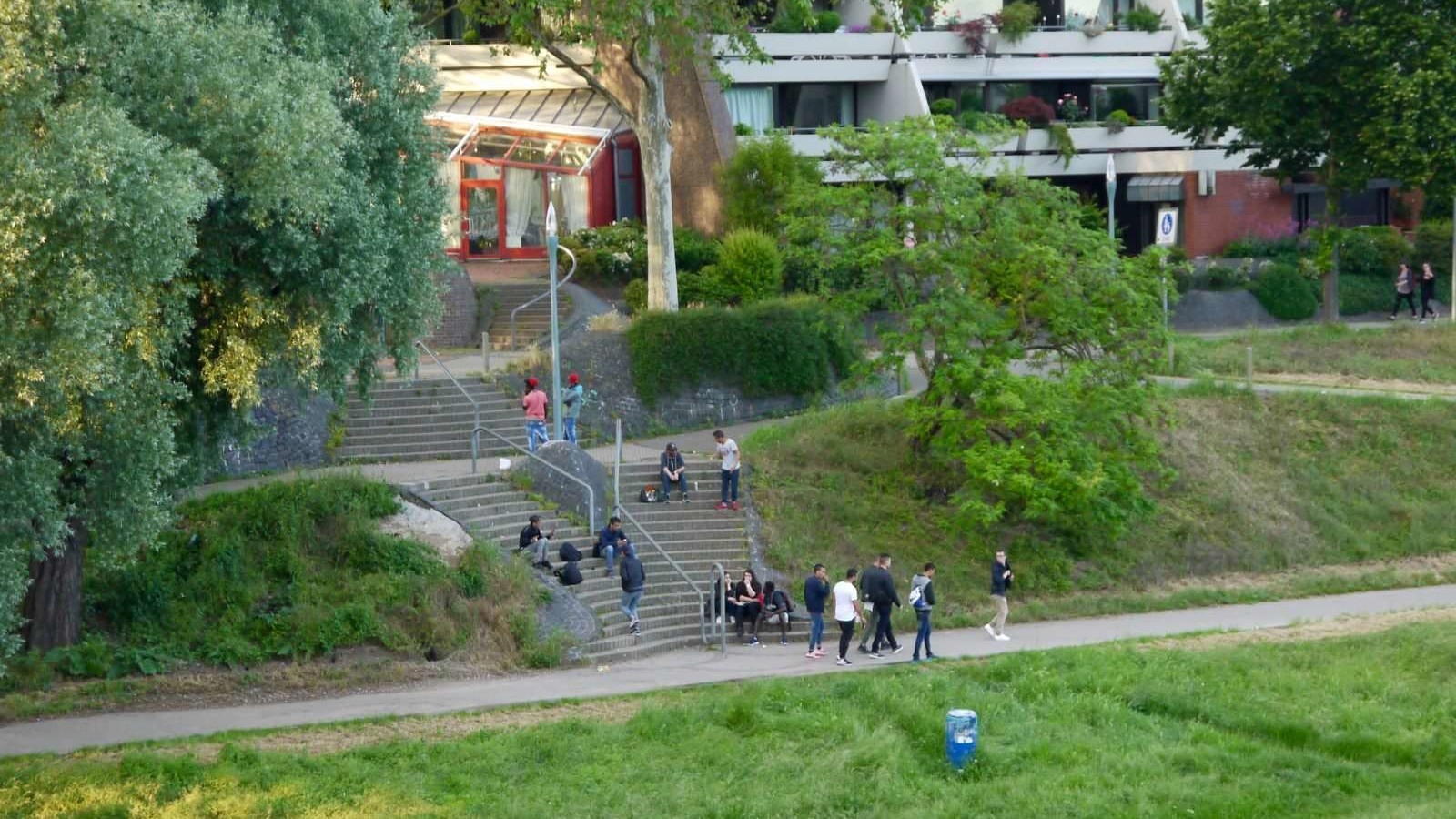 Aufenthaltsort Treppenabgang zum Neckarufer   Foto: M. Schülke