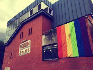 Die Regenbogenflagge am FORUM bevor sie zerstört wurde | Foto: Jugendkulturzentrum FORUM