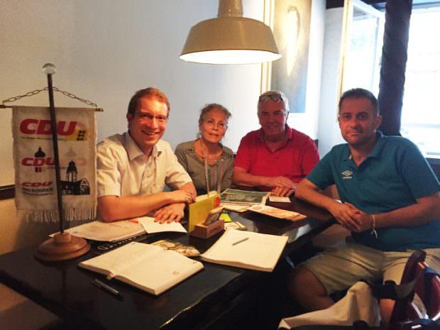 Im Gespräch über das Herzogenried: Christian Stalf, Roswitha Henz-Best, Günter Wöhr und Konstantinos Sioutis | Foto: CDU Neckarstadt