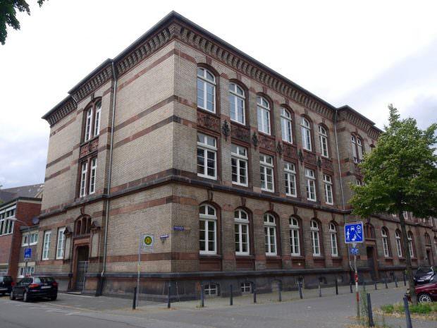 Die Marie-Curie-Realschule liegt zwischen Damm- und Langstraße in der Diesterwegstraße in Neckarstadt-West | Foto: Neckarstadtblog