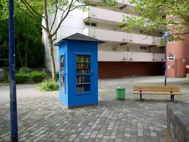 Der schicke, blaue Bücherschrank im Herzogenried | Foto: Neckarstadtblog