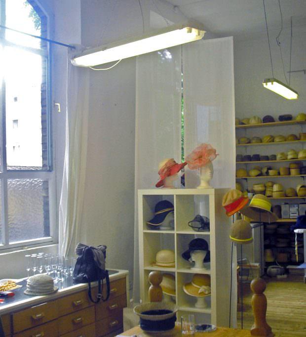 Nur nach Terminabsprache ist das Atelier der Hutmacherin normalerweise geöffnet | Foto: Ruth Fanderl