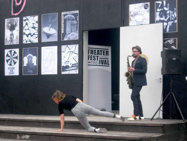 Tanz und Saxophon   Foto: Ruth Fanderl