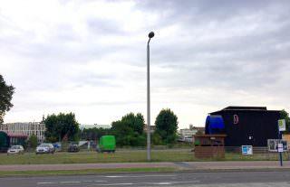 Um den vielleicht unbeliebtesten Parkplatz der Neckarstadt würde sicher kaum jemand trauern, aber welche Zukunft hätte die äußerst aktive Kunst- und Kulturstätte Einraumhaus noch? | Foto: Neckarstadtblog