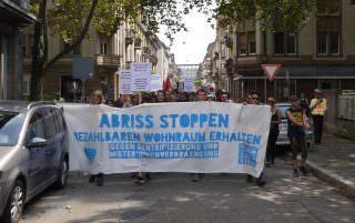 100 Teilnehmende zählte die Polizei. Bezahlbarer Wohnraum ist ein generations- und kulturübergreifendes Thema | Foto: M. Schülke