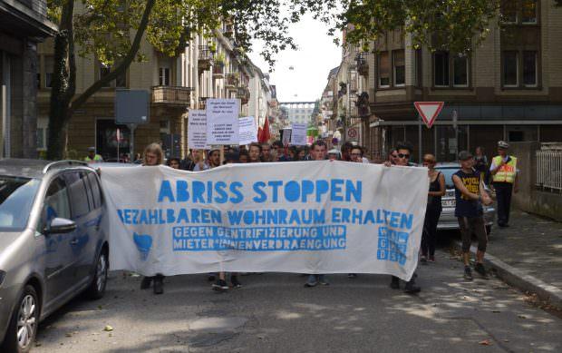 100 Teilnehmende zählte die Polizei. Bezahlbarer Wohnraum ist ein generations- und kulturübergreifendes Thema | Foto: Neckarstadtblog