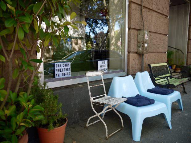 Schon vor der Eröffnung ist es vor dem Café Cohrs schön grün | Foto:Neckarstadtblog