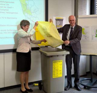 Umweltbürgermeisterin Felicitas Kubala und Dr. Stefan Klockow, Leiter der Abfallwirtschaft Mannheim | Foto: Stadt Mannheim