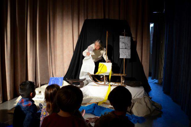 Melanie Dennenmoser vom Figurentheater Händehoch ist beim Spielen in ihrem Element | Foto: B.K.