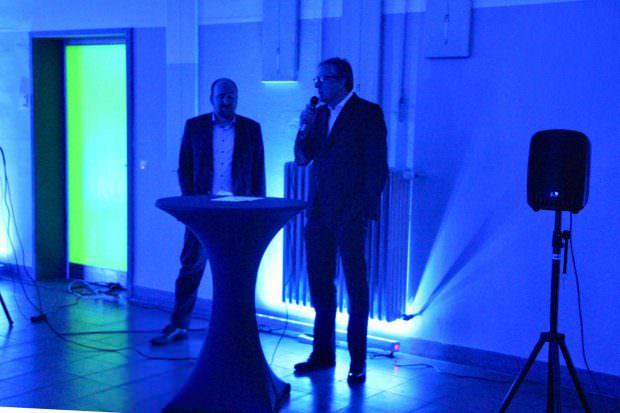 Quartiermanager Gabriel Höfle und Oberbürgermeister Dr. Peter Kurz eröffnen die Lichtmeile | Foto: Ruth Fanderl