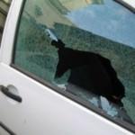 Scheibe an VW eingeschlagen – Handtasche weg
