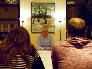 Der stellvertretende Revierleiter der Waldhofwache Ralf Maudanz hört den Jugendlichen (nicht im Bild) aufmerksam zu | Foto: M. Schülke