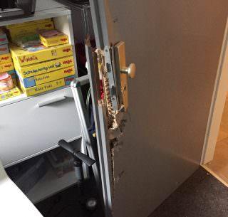 Aufgebrochene Bürotür in der sozialen Einrichtung | Foto: Reichert