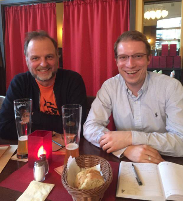 Ralf Philipp (l.) im Gespräch mit Christian Stalf (r.) über die Arbeit der Geschichtswerkstatt Neckarstadt | Foto: CDU Neckarstadt