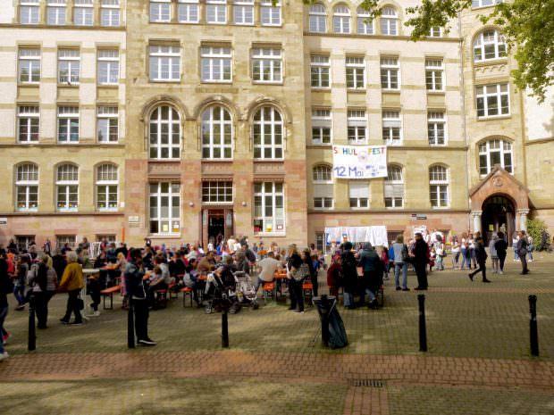 Der Hof vor der Humboldtschule bietet für Feste eine tolle Kulisse | Foto: M. Schülke