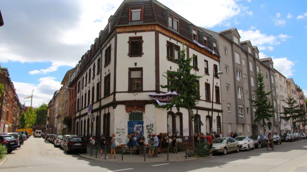 Die Hafenstraße 66 im Jungbusch steht seit Jahren leer, heute jedoch nicht | Foto: CKI
