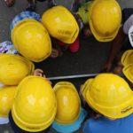 Kindergartenkinder erkunden die Baustelle an der Dammstraße