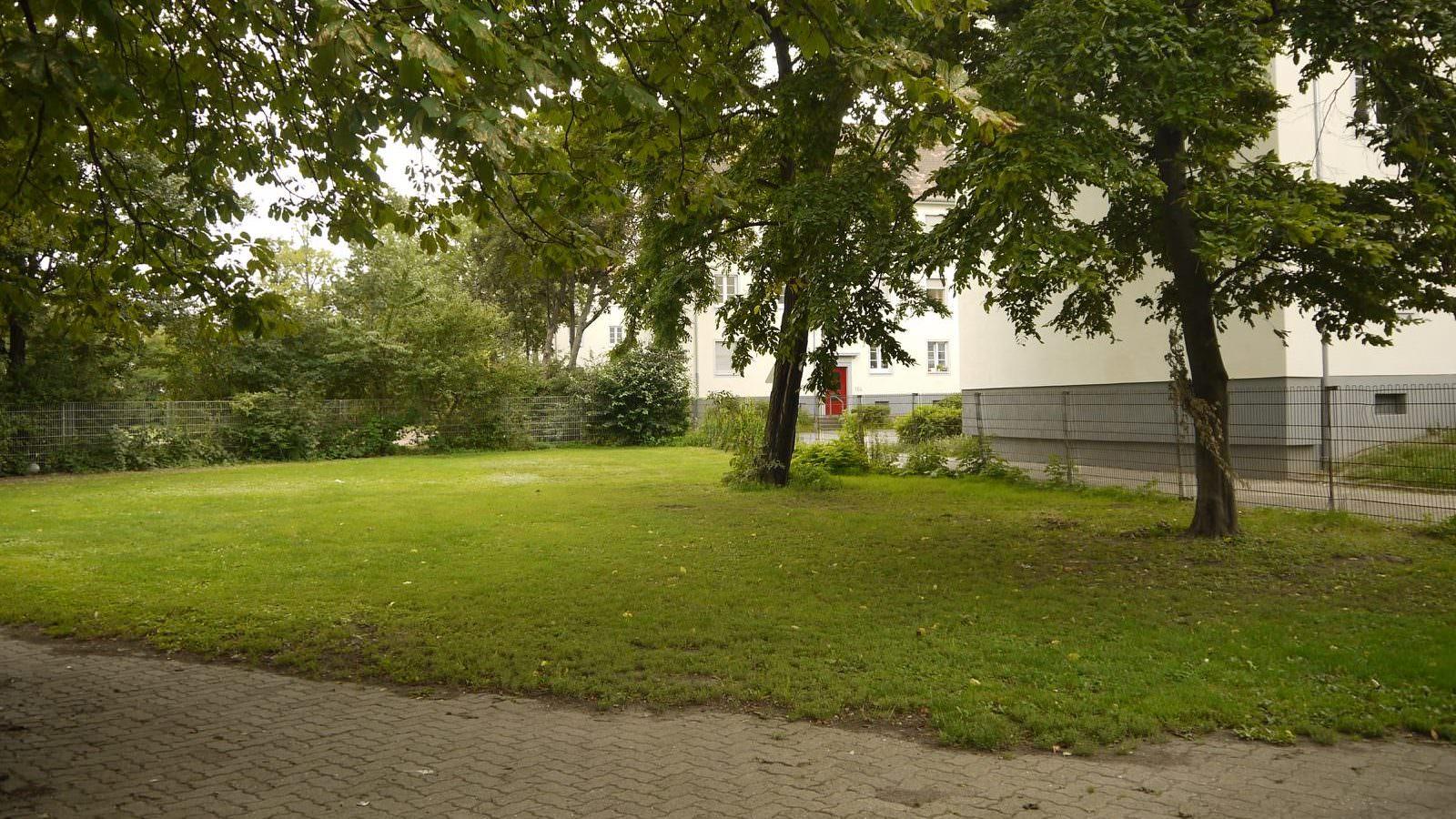 Auf dieser Brachfläche am Bolzplatz beim Erlenhof wird aller Wahrschinelichkeit nach in Zukunft nachbarschaftlich gegärtnert | Foto: Schülke
