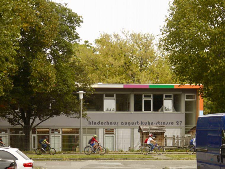 Auch das Kinderhaus war letztes Jahr durch ein Metallkügelchen beschädigt worden (Archivbild 2017)   Foto: M. Schülke