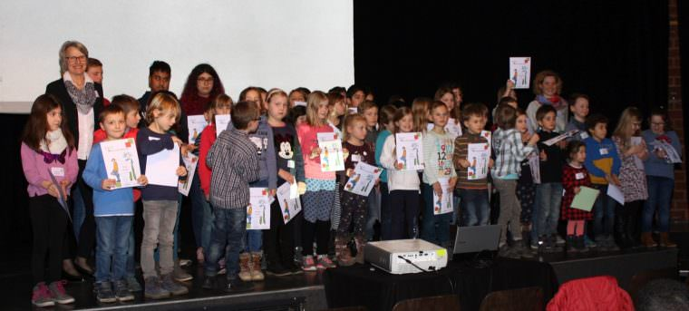 Gruppenbild von der Diplomverleihung | Foto: Stadt Mannheim
